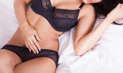 Sexy Curvy Aurabelle in black lingerie